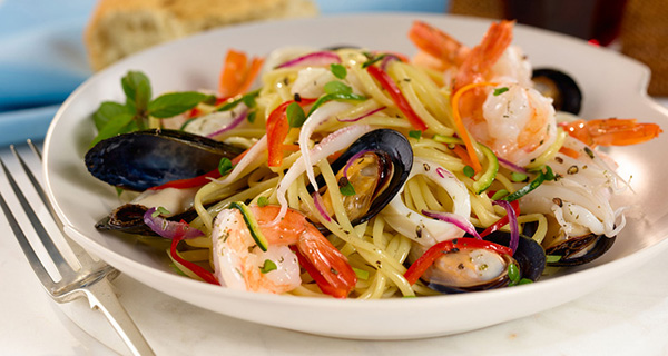 Roasted Seafood Over linguini pasta seafood Những loại chất lỏng tinh túy trong ẩm thực Ý